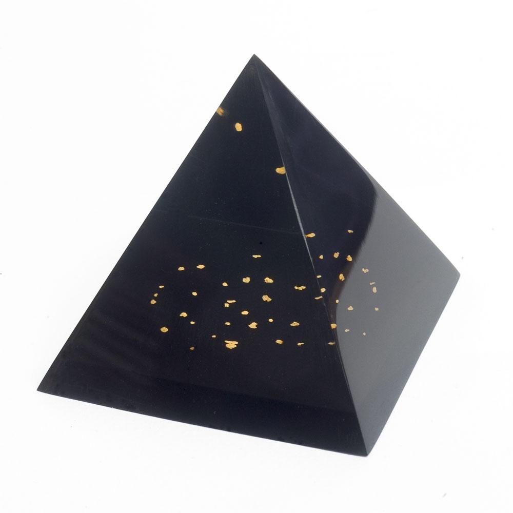 pyramide avec des vrais paillettes d 39 or dedans. Black Bedroom Furniture Sets. Home Design Ideas